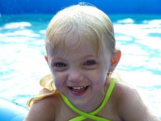 back-yard-swimming-pool-1390568