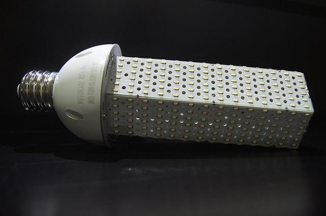 LED diodová žárovka.jpg