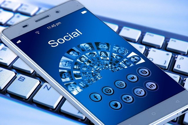 dotykový mobilní telefon